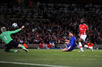 LONDON, ENGLAND - MAY 05:  Cristiano Ronaldo of Manchester United shoots and scores the third goal of the game during the UEFA Champions League Semi Final Second Leg match between Arsenal and Manchester United at Emirates Stadium on May 5, 2009 in London,