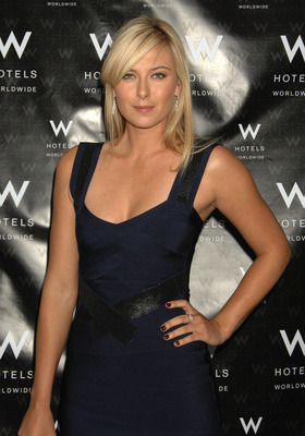 01363_celebutopia-maria_sharapova-herve_leger_backstage_in_the_w_lounge-04_122_378lo_display_image