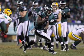 PHILADELPHIA, PA - JANUARY 09:  LeSean McCoy #25 of the Philadelphia Eagles runs down field against the Green Bay Packers during the 2011 NFC wild card playoff game at Lincoln Financial Field on January 9, 2011 in Philadelphia, Pennsylvania.  (Photo by Ni