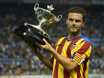 VALENCIA, SPAIN - AUGUST 12:  Juan Mata of Valencia lifts the winners trophy after the Orange Trophy match between Valencia and Roma at Estadio Mestalla on August 12, 2011 in Valencia, Spain.  (Photo by Manuel Queimadelos Alonso/Getty Images)