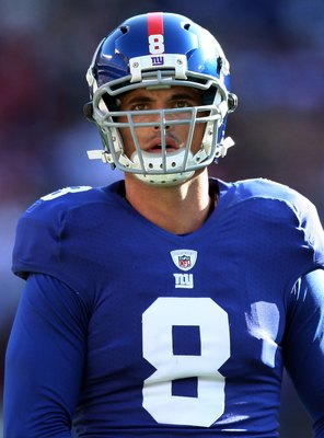 EAST RUTHERFORD, NJ - NOVEMBER 22:  David Carr #8 of the New York Giants warms up prior to playing the Atlanta Falcons on November 22, 2009 at Giants Stadium in East Rutherford, New Jersey.  (Photo by Jim McIsaac/Getty Images)