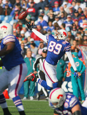 ORCHARD PARK, NY - NOVEMBER 29: Shawn Nelson #89 of the Buffalo Bills can't control a pass against the Miami Dolphins at Ralph Wilson Stadium on November 29, 2009 in Orchard Park, New York. The Bills won 31-14. (Photo by Rick Stewart/Getty Images)