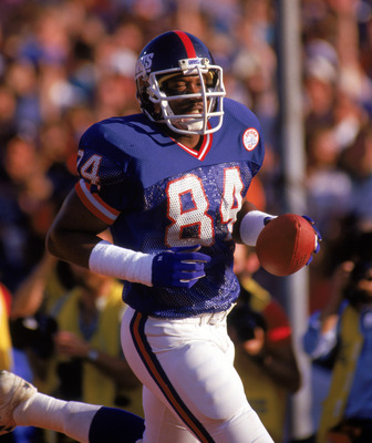 PASADENA, CA - JANUARY 25:  Tight end Zeke Mowatt #84 of the New York Giants goes in for a touchdown against the Denver Broncos during Super Bowl XXI at the Rose Bowl on January 25, 1987 in Pasadena, California. The Giants defeated the Broncos 39-20. (Pho