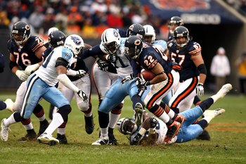 CHICAGO - NOVEMBER 09:  Matt Forte #22 of the Chicago Bears runs the ball against the Tennessee Titans at Soldier Field on November 9, 2008 in Chicago, Illinois. The Titans won 21-14. (Photo by Jonathan Ferrey/Getty Images)