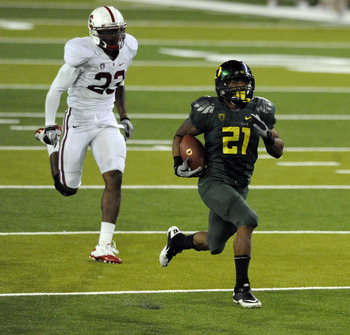 EUGENE, OR - OCTOBER 2: Running back LaMichael James #21 of the Oregon Ducks heads for the end zone on a 76-yard touchdown run  the fourth quarter of the game against the Stanford Cardinal at Autzen Stadium on October 2, 2010 in Eugene, Oregon. James had