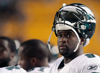 PITTSBURGH - AUGUST 18:  Vince Young #9 of the Philadelphia Eagles looks up at the scoreboard in the second half during the preseason game against the Pittsburgh Steelers on August 18, 2011 at Heinz Field in Pittsburgh, Pennsylvania.  (Photo by Jared Wick