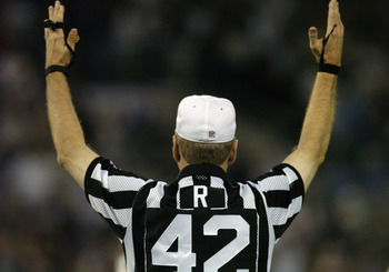 NFL referee Jeff Triplette signals a touchdown  October  4, 2004 on Monday Night Football at Baltimore, Maryland.  The 0 - 3  Kansas City Chiefs defeated the Baltimore Ravens 27 - 24.  (Photo by Al Messerschmidt/Getty Images)