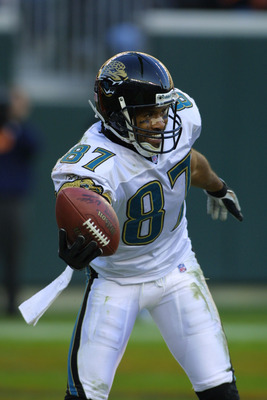 09 Dec 2001 : Keenan McCardell of the Jacksonville Jaguars in action during the game against the Cincinnati Bengals at Paul Brown Stadium in Cincinnati, Ohio. The Jaguars won 14-10. DIGITAL IMAGE. Mandatory Credit : Tom Pidgeon/Allsport