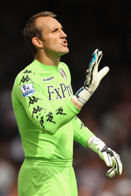 LONDON, ENGLAND - AUGUST 13:  Mark Schwarzer of Fulham gives instructions during the Barclays Premier League match between Fulham and Aston Villa at Craven Cottage on August 13, 2011 in London, England.  (Photo by Ian Walton/Getty Images)