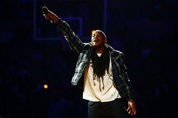 NEW YORK - OCTOBER 29:  Q-Tip performs prior to an NBA game between the Miami Heat and the New York Knicks at Madison Square Garden October 29, 2008 in New York City. NOTE TO USER: User expressly acknowledges and agrees that, by downloading and/or using t