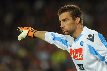 BARCELONA, SPAIN - AUGUST 22:  Morgan De Sanctis of SSC Napoli issues instructions during the Joan Gamper Trophy match between FC Barcelona and SSC Napoli on August 22, 2011 in Barcelona, Spain.  (Photo by Valerio Pennicino/Getty Images)