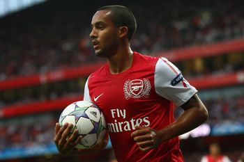 LONDON, ENGLAND - AUGUST 16:  Theo Walcott of Arsenal holds the ball during the UEFA Champions League play-off first leg match between Arsenal and Udinese at the Emirates Stadium on August 16, 2011 in London, England.  (Photo by Julian Finney/Getty Images