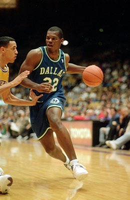 Jamal Mashburn #32 of the Dallas Mavericks dribbles the ball during the game against the Los Angeles Lakers at the Great Western Forum in Los Angeles, California.