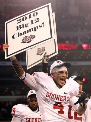 ARLINGTON, TX - DECEMBER 04:  Wide receiver Kenny Stills of the Oklahoma Sooners celebrates a 23-20 win against the Nebraska Cornhuskers during the Big 12 Championship at Cowboys Stadium on December 4, 2010 in Arlington, Texas.  (Photo by Ronald Martinez/