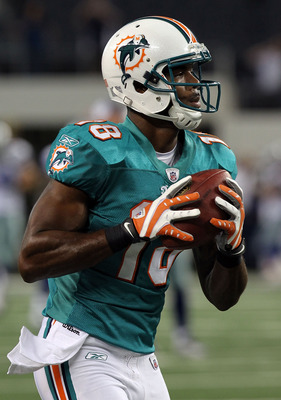 ARLINGTON, TX - SEPTEMBER 02:  Wide receiver Roberto Wallace #18 of the Miami Dolphins at Cowboys Stadium on  September 2, 2010 in Arlington, Texas.  (Photo by Ronald Martinez/Getty Images)