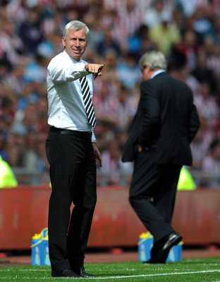SUNDERLAND, ENGLAND - AUGUST 20:  Newcastle United manager Alan Pardew gestures from the touchline during the Barclays Premier League match between Sunderland and Newcastle United at Stadium of Light on August 20, 2011 in Sunderland, England.  (Photo by C