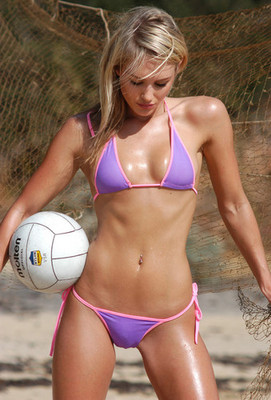 Nicky_whelan_bikini_volleyball_banner234321_display_image