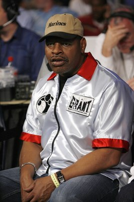 MEMPHIS, TN - MAY 19:  Leon Spinks sits in Cory Spinks corner during the World Middleweight Championship fight.  Jermain Taylor won by split decision at FedExForum on May 19, 2007 in Memphis, Tennessee. (Photo by Joe Murphy/Getty Images