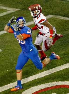 LAS VEGAS, NV - DECEMBER 22: Tyler Shoemaker #89 of the Boise State Broncos is unable to catch a pass at the goal line in front of Lamar Chapman #21 of the Utah Utes during the MAACO Bowl Las Vegas at Sam Boyd Stadium December 22, 2010 in Las Vegas, Nevad