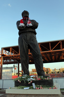 FRISCO, TX - JULY 31:  A statue of Lamar Hunt at Pizza Hut Park on July 31, 2011 in Frisco, Texas.  (Photo by Ronald Martinez/Getty Images)