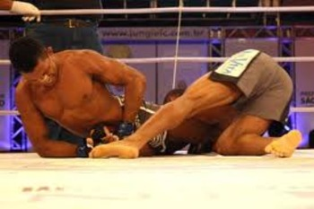 Yuri Alcantara securing an arm-bar victory