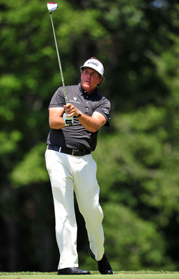 JOHNS CREEK, GA - AUGUST 14:  Phil Mickelson watches a tee shot on the ninth hole during the final round of the 93rd PGA Championship at the Atlanta Athletic Club on August 14, 2011 in Johns Creek, Georgia.  (Photo by Stuart Franklin/Getty Images)
