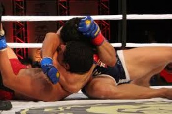 Erick Silva locking up an arm-triangle choke submission victory