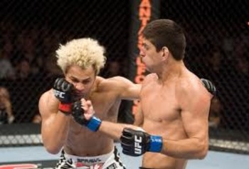 Paulo Thiago knocks out Josh Koscheck