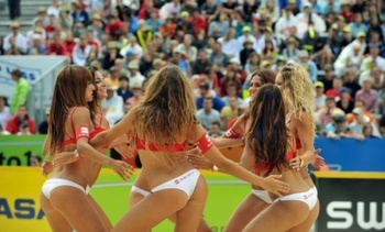 Hot-beach-volleyball-3_display_image