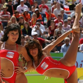 Hot-beach-volleyball-4_display_image