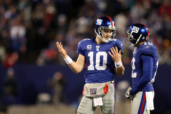 EAST RUTHERFORD, NJ - DECEMBER 13:  Eli Manning #10 of the New York Giants talks with Steve Smith #12 after a play against the Philadelphia Eagles at Giants Stadium on December 13, 2009 in East Rutherford, New Jersey.  (Photo by Nick Laham/Getty Images)