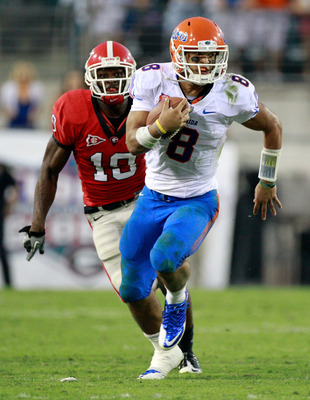 JACKSONVILLE, FL - OCTOBER 30:  Trey Burton #8 of the Florida Gators runs past Sanders Commings #19 of the Georgia Bulldogs during the game at EverBank Field on October 30, 2010 in Jacksonville, Florida.  (Photo by Sam Greenwood/Getty Images)