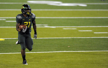 EUGENE, OR - OCTOBER 2: Running back LaMichael James #21 of the Oregon Ducks heads for the end zone and a touchdown in the fourth quarter of the game against the Stanford Cardinal at Autzen Stadium on October 2, 2010 in Eugene, Oregon. (Photo by Steve Dyk