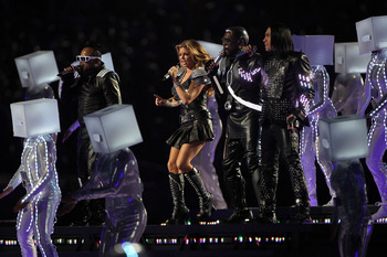 ARLINGTON, TX - FEBRUARY 06:  (L-R) apl.de.ap, Fergie, will.i.am, and Taboo of the Black Eyed Peas perform during the Bridgestone Super Bowl XLV Halftime Show at Cowboys Stadium on February 6, 2011 in Arlington, Texas.  (Photo by Doug Pensinger/Getty Imag