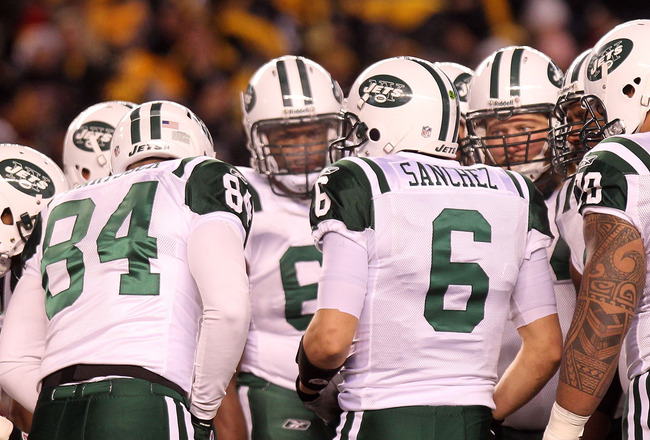 PITTSBURGH, PA - JANUARY 23:  The New York Jets huddle around Mark Sanchez #6 during their 2011 AFC Championship game against the Pittsburgh Steelers at Heinz Field on January 23, 2011 in Pittsburgh, Pennsylvania.  (Photo by Nick Laham/Getty Images)