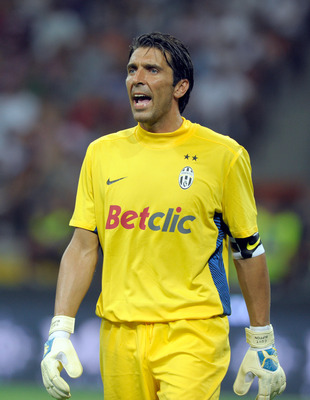 MILAN, ITALY - AUGUST 21:  Gianluigi Buffon of Juventus FC during the Berlusconi Trophy match between AC Milan and Juventus FC at Giuseppe Meazza Stadium on August 21, 2011 in Milan, Italy.  (Photo by Claudio Villa/Getty Images)