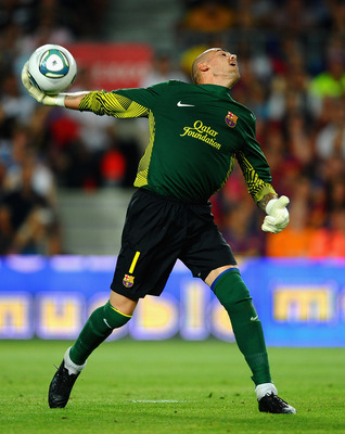 BARCELONA, SPAIN - AUGUST 17: Victor Valdes of Barcelona in action during the Super Cup second leg match between Barcelona and Real Madrid at Nou Camp on August 17, 2011 in Barcelona, Spain.  (Photo by Laurence Griffiths/Getty Images)