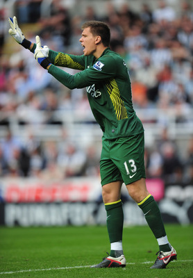 NEWCASTLE UPON TYNE, ENGLAND - AUGUST 13: Goalkeeper Wojciech Szczesny of Arsenal gives instructions during the Barclays Premier League match between Newcastle United and Arsenal at St James' Park on August 13, 2011 in Newcastle upon Tyne, England.  (Phot
