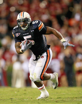 AUBURN, AL - SEPTEMBER 25:  Michael Dyer #5 of the Auburn Tigers against the South Carolina Gamecocks at Jordan-Hare Stadium on September 25, 2010 in Auburn, Alabama.  (Photo by Kevin C. Cox/Getty Images)