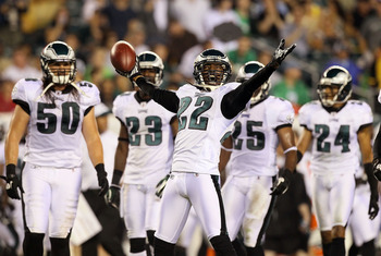 PHILADELPHIA, PA - AUGUST 25:  Asante Samuel #22 of the Philadelphia Eagles celebrates his interception in the first half against the Cleveland Browns during their pre season game on August 25, 2011 at Lincoln Financial Field in Philadelphia, Pennsylvania