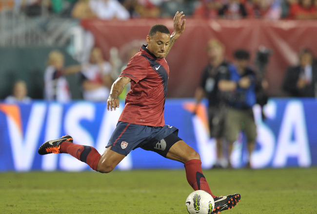 PHILADELPHIA, PA- AUGUST 10: Jermaine Jones #8 of the United States plays the ball during the game against Mexico at Lincoln Financial Field on August 10, 2011 in Philadelphia, Pennsylvania. (Photo by Drew Hallowell/Getty Images)