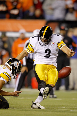 CINCINNATI - NOVEMBER 08: Jeff Reed #3 of the Pittsburgh Steelers kicks a field goal against the  Cincinnati Bengals at Paul Brown Stadium on November 8, 2010 in Cincinnati, Ohio.  The Steelers defeated the Bengals 27-21. (Photo by Matthew Stockman/Getty