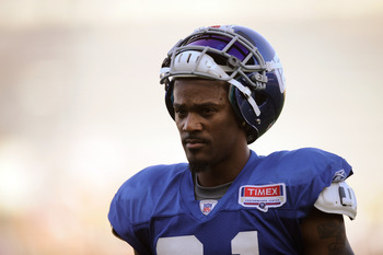EAST RUTHERFORD, NJ - AUGUST 08:  Aaron Ross #31 of the New York Giants takes part in practice at New Meadowlands Sports Complex on August 8, 2011 in East Rutherford, New Jersey.  (Photo by Patrick McDermott/Getty Images)