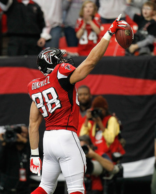 ATLANTA, GA - JANUARY 02:  Tony Gonzalez #88 of the Atlanta Falcons reacts after scoring a touchdown against the Carolina Panthers at Georgia Dome on January 2, 2011 in Atlanta, Georgia.  (Photo by Kevin C. Cox/Getty Images)