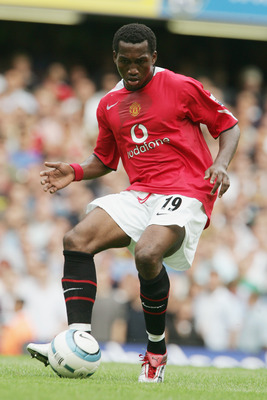 LONDON - AUGUST 15:  Eric Djemba-Djemba of Manchester United in action during the Barclays Premiership match between Chelsea and Manchester United at Stamford Bridge on August 15, 2004 in London. (Photo by Phil Cole/Getty Images)