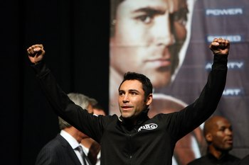 LAS VEGAS - DECEMBER 05:  Oscar De La Hoya reacts at the weigh-in for his welterweight fight against boxer Manny Pacquiao of the Philippines at the MGM Grand Garden Arena December 5, 2008 in Las Vegas, Nevada. De La Hoya fights Pacquiao December 6th.  (Ph