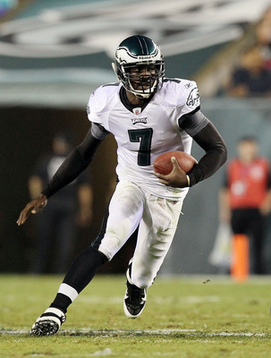PHILADELPHIA, PA - AUGUST 25:  Michael Vick #7 of the Philadelphia Eagles runs the ball against the Cleveland Browns during their pre season game on August 25, 2011 at Lincoln Financial Field in Philadelphia, Pennsylvania.  (Photo by Jim McIsaac/Getty Ima