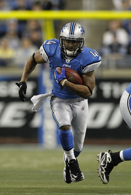 DETROIT - DECEMBER 05: Jahvid Best #44 of the Detroit Lions runs for a first down during the second quarter of the game against the Chicago Bears at Ford Field on December 5, 2010 in Detroit, Michigan.  (Photo by Leon Halip/Getty Images)