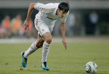 TIANJIN, CHINA - AUGUST 06: Kaka of Real Madrid controls the ball during the pre-season friendly match between Tianjin Teda and Real Madrid at Water Drop Stadium on August 6, 2011 in Tianjin, China. (Photo by Lintao Zhang/Getty Images)