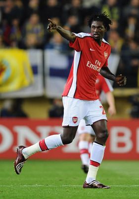 VILLARREAL, SPAIN - APRIL 07:  Emmanuel Adebayor of Arsenal celebrates scoring his team's first goal during the UEFA Champions League quarter-final first leg match between Villarreal and Arsenal at the Madrigal Stadium on April 7, 2009 in Villarreal, Spai